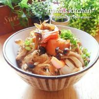 三文鱼和菌菇的焦酱油煮饭/鮭とキノコの焦がし醬油炊き込みご飯