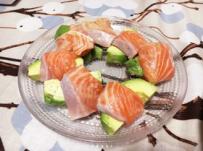 秋鮭とアボカドのサラダ/秋季三文鱼和牛油果的色拉